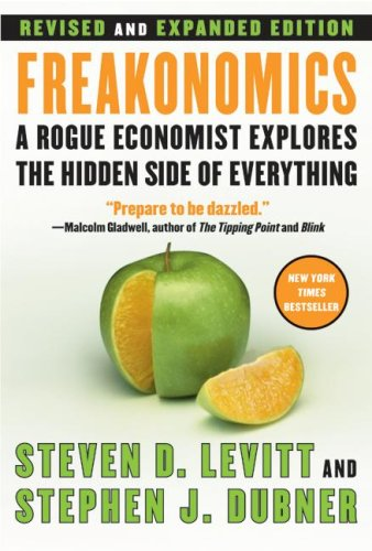 Freakonomics A Rogue Economist Explores the Hidden Side of Everything  2006 (Revised) 9780061234002 Front Cover