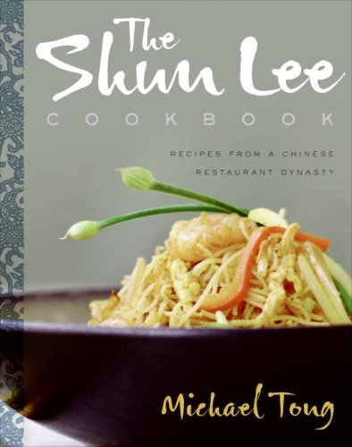 Shun Lee Cookbook Recipes from a Chinese Restaurant Dynasty  2007 9780060854072 Front Cover
