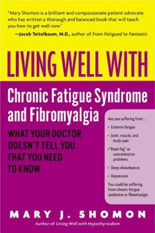 Living Well with Chronic Fatigue Syndrome and Fibromyalgia What Your Doctor Doesn't Tell You... That You Need to Know  2004 9780060521257 Front Cover