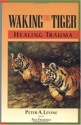 Waking the Tiger: Healing Trauma The Innate Capacity to Transform Overwhelming Experiences  1997 9781556432330 Front Cover