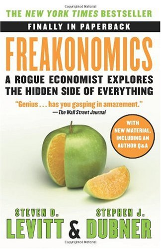 Freakonomics A Rogue Economist Explores the Hidden Side of Everything  2009 9780060731335 Front Cover