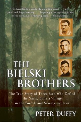 Bielski Brothers The True Story of Three Men Who Defied the Nazis, Built a Village in the Forest, and Saved 1,200 Jews N/A 9780060935535 Front Cover
