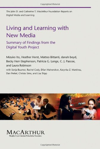 Living and Learning with New Media Summary of Findings from the Digital Youth Project  2009 9780262513654 Front Cover