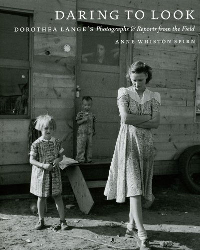 Daring to Look Dorothea Lange's Photographs and Reports from the Field  2009 9780226769851 Front Cover