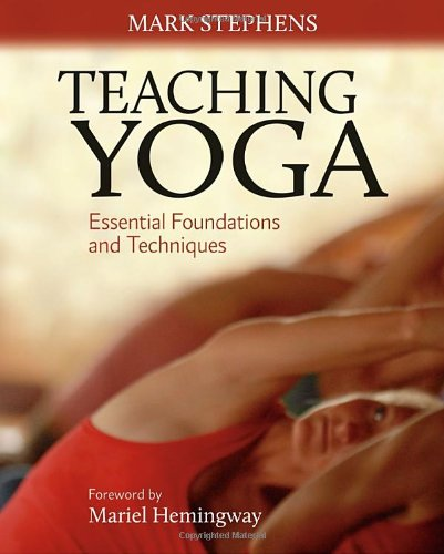 Teaching Yoga Essential Foundations and Techniques  2009 9781556438851 Front Cover
