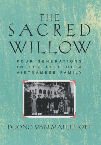 Sacred Willow Four Generations in the Life of a Vietnamese Family 2nd 1999 (Revised) 9780195137873 Front Cover