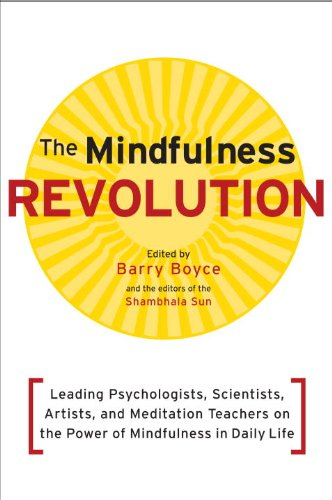 Mindfulness Revolution Leading Psychologists, Scientists, Artists, and Meditatiion Teachers on the Power of Mindfulness in Daily Life  2011 9781590308899 Front Cover