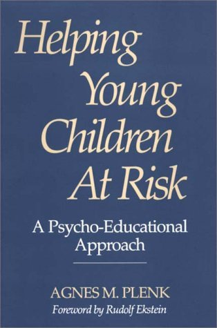 Helping Young Children at Risk A Psycho-Educational Approach  1993 9780275945923 Front Cover