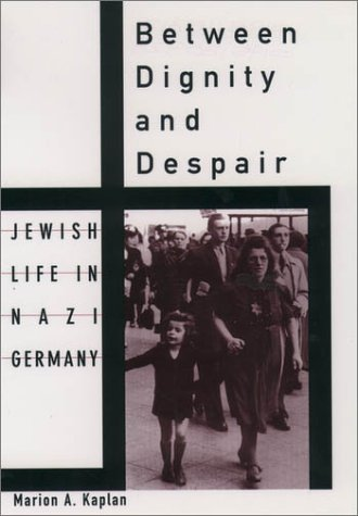 Between Dignity and Despair Jewish Life in Nazi Germany  1999 9780195130928 Front Cover