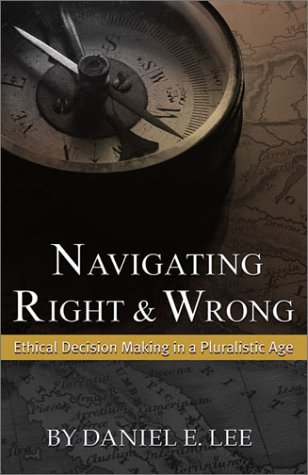 Navigating Right and Wrong Ethical Decision Making in a Pluralistic Age  2002 9780742513952 Front Cover
