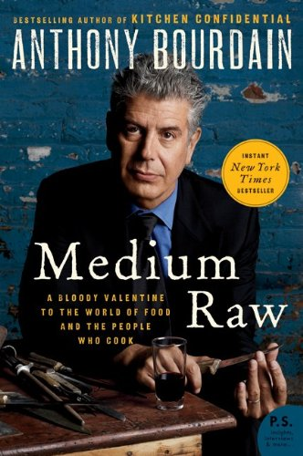Medium Raw A Bloody Valentine to the World of Food and the People Who Cook N/A 9780061718953 Front Cover