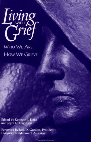 Living with Grief Who We Are How We Grieve  1998 9780876308981 Front Cover