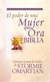 Biblia el Poder de una Mujer Que Ora NVI Oraciones y Ayudas de Estudio de Stormie Omartian 2007 9781602550421 Front Cover